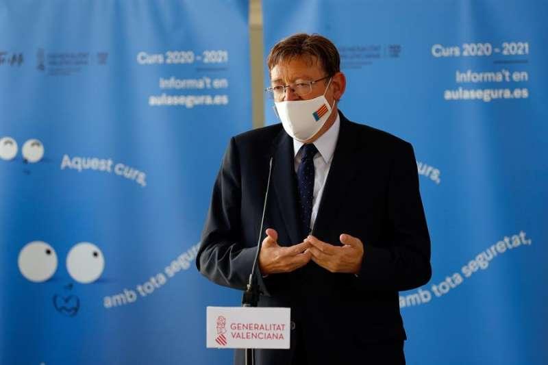 El president de la Generalitat, Ximo Puig atiende a los medios de comunicación. EFE