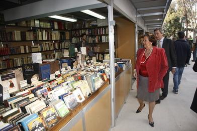 Rita Barberá en la Feria del Libro Antiguo