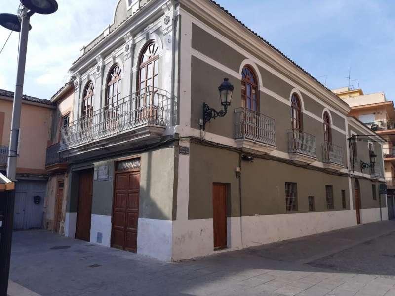 Hostal-Cuadra de la Plaza del Pueblo. Paterna. EPDA.
