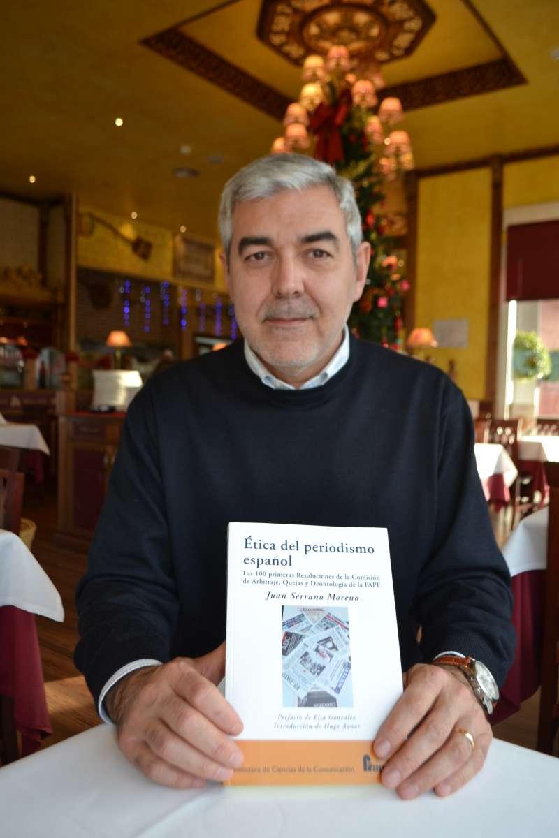 Juan Serrano ha venido a hablar de su libro. FOTO EPDA