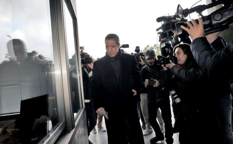 El expresidente de la Generalitat Eduardo Zaplana ha su llegada a la oficina de presentaciones del juzgado de guardia de Valéncia. EFE/Archivo