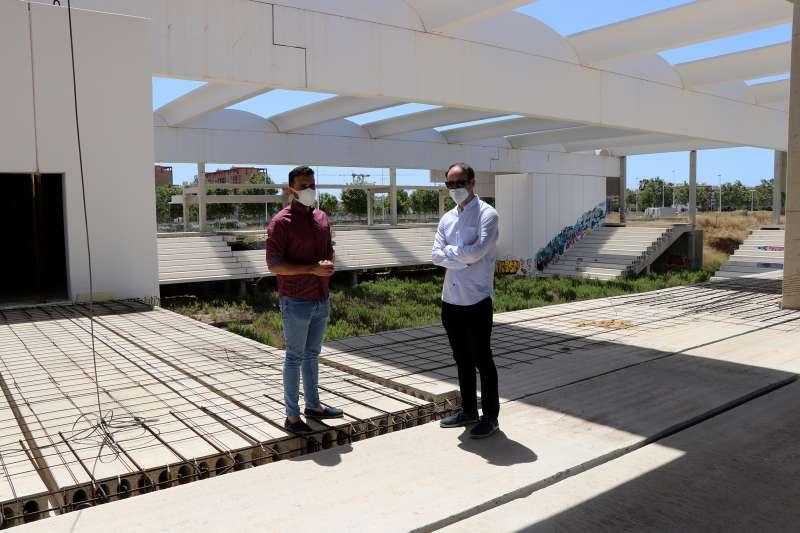 Darío Moreno y Javier Raro en el polideportivo.