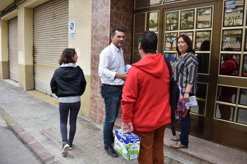 El Alcalde, Juna Ramón Adsuara, se ha desplazado al barrio de San Jorge