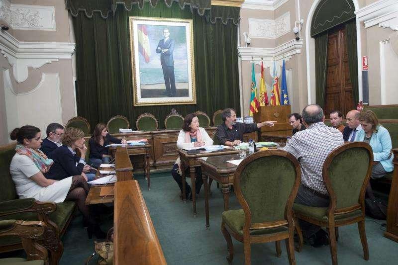 Concejales en una reunión en el Ayuntamiento de Castellón. EFE/Archivo
