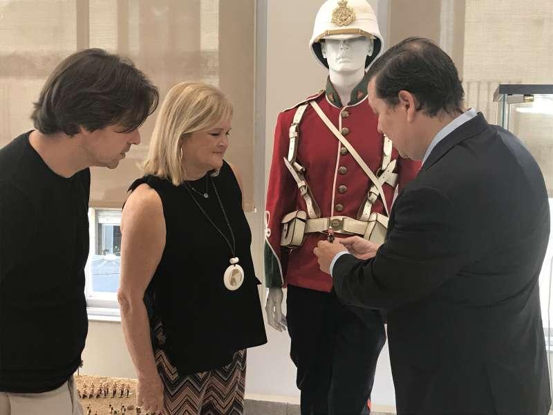 Marcos Campos director de FICIV, Carmen de Rosa, presidenta del Ateneo y Alejandro Noguera comisario de la exposición y director de l