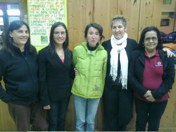 Miembros del comercio justo de Sagunto con los visitantes de Nicaragua. EPDA