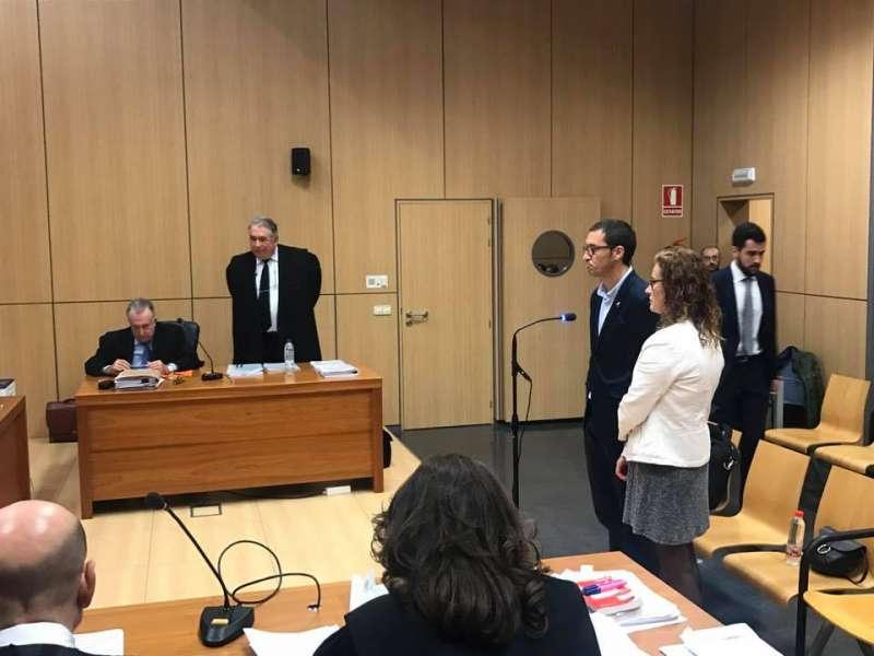 Los tres acusados al inicio del juicio en la Ciudad de la Justicia de Valencia. FOTO P. V.