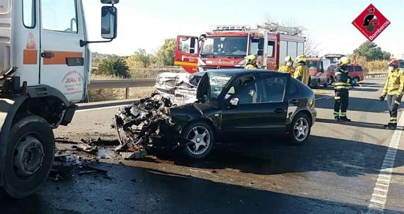 Imagen del accidente difundida por el Consorcio de Bomberos de Alicante.