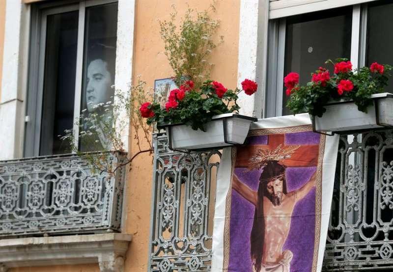 Imagen de archivo de la Semana Santa del año pasado, marcada ya por la pandemia, en el barrio valenciano del Cabañal, que acogía cada año las procesiones más secundadas de la ciudad. EFE/Kai Försterling