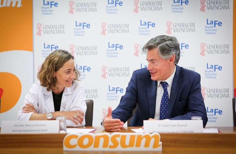 Firma del convenio entre el Hospital La Fe y Consum.
