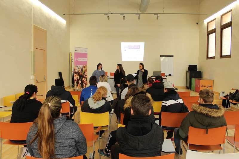 Un total de 15 jóvenes participan en el programa JOOP en Llíria