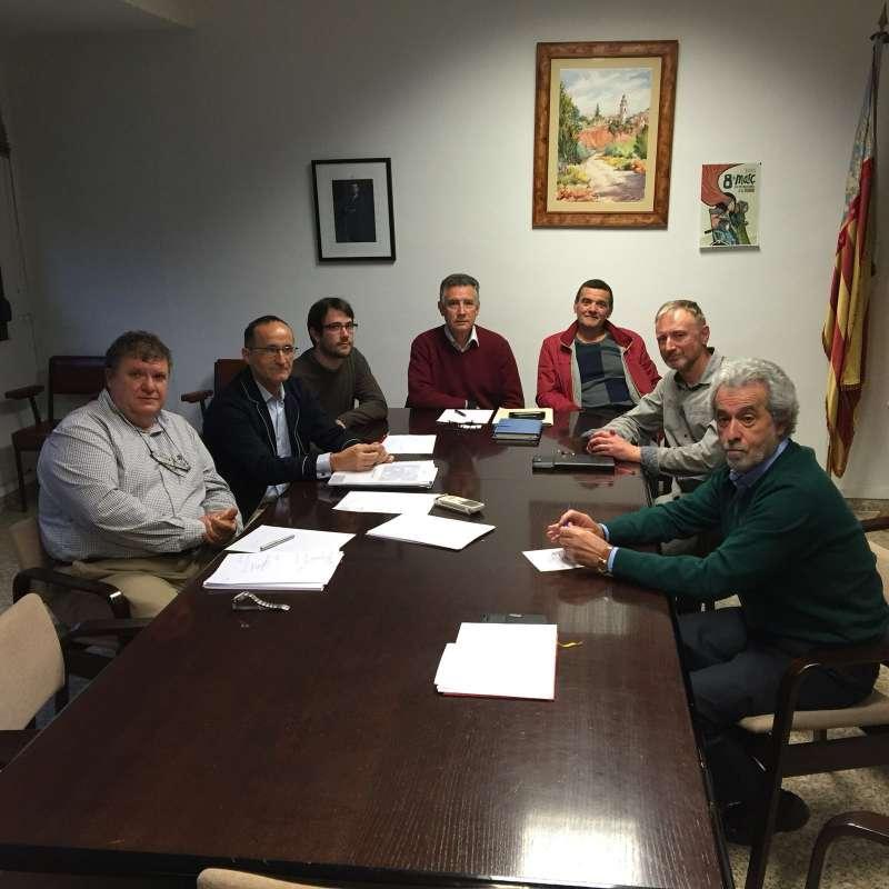 Bartolomé Nofuentes con los alcaldes y concejales de La Baronia. EPDA