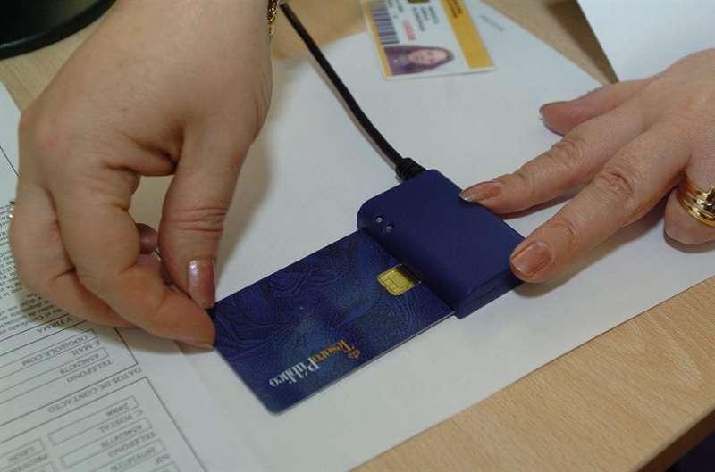Imagen de archivo de uno de los primeros certificados digitales en 2005. EFE