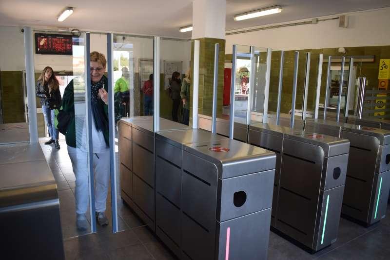 Control de acceso automático instalado en el metro de Paiporta. EPDA