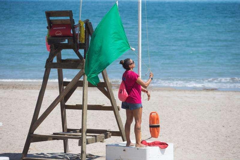 Imagen de archivo de una playa con bandera verde en la provincia de Castellón.EFE/Domenech Castelló