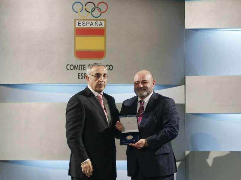 Emilio Estarlik, con la Real Orden del Mérito Deportivo en la categoría del medalla de oro