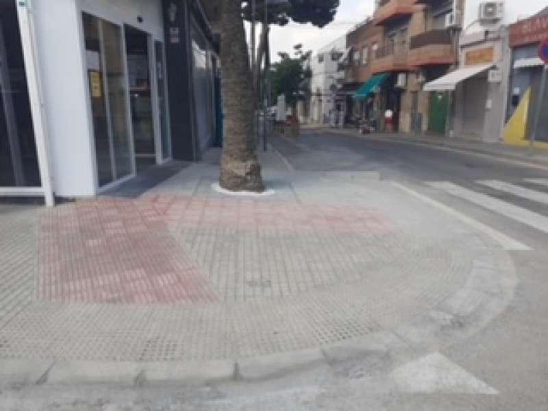 Nuevo paso accesible en la plaza Puerta del Sol de la Canyada.