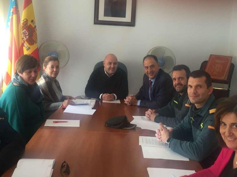 El subdelegado del Gobierno en Valencia, Juan Carlos Valderrama, junto al alcalde de Gilet, Salva Costa. EPDA