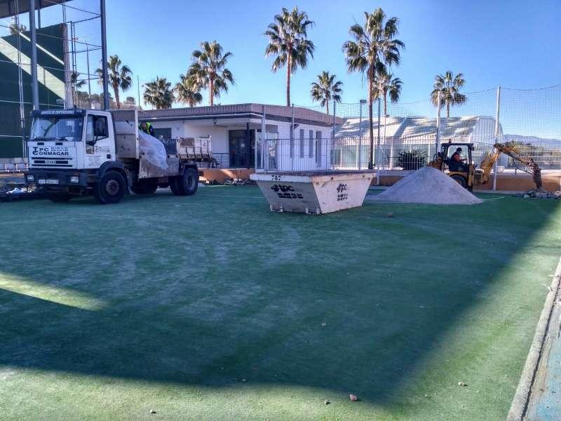 Comencen els treballs de remodelació de la pista poliesportiva del Poliesportiu Municipal
