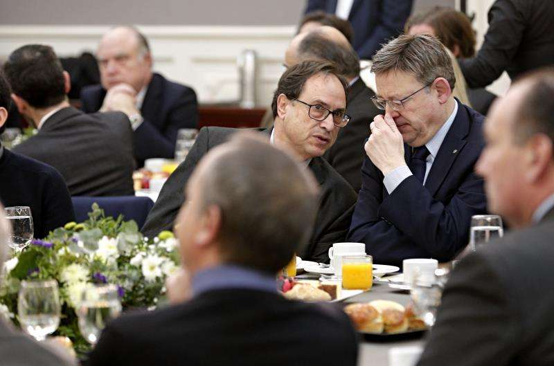 El president de la Generalitat Ximo Puig (d) junto a Conseller de Hacienda, Vicent Soler. EFE/ArchivO