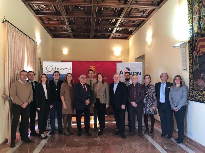 Miembros de FEPEVAL con la alcaldesa de Moncada, Amparo Orts