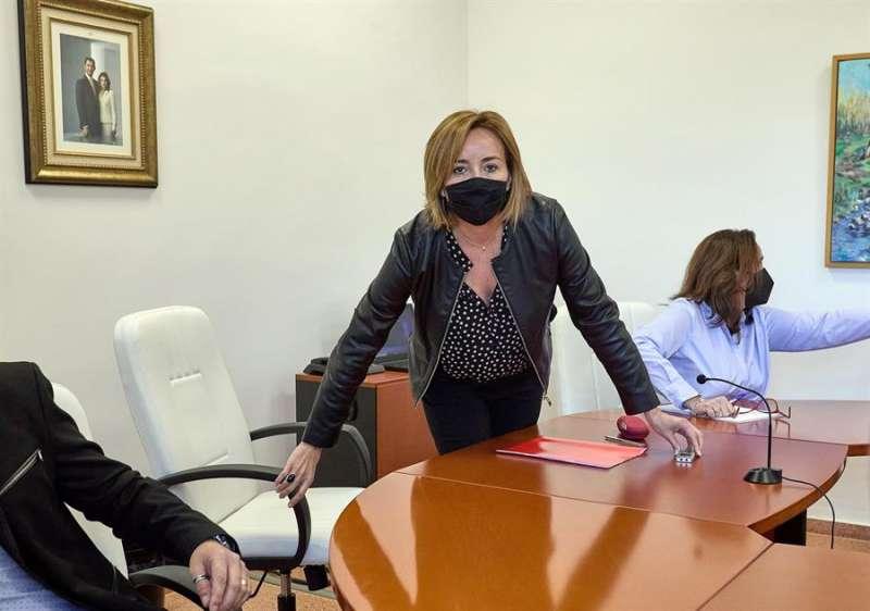 La alcaldesa de Els Poblets (Alicante), Carolina Vives, del PSPV-PSOE, durante el pleno municipal de reprobación