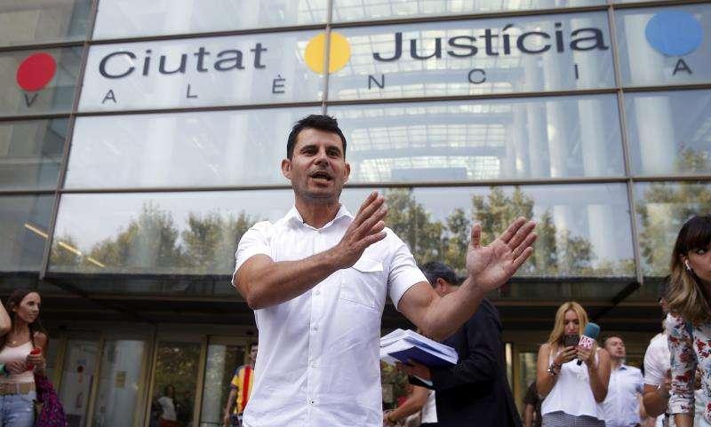Javier Sánchez Santos, que pide ser reconocido como hijo del cantante Julio Iglesias y que asegura disponer de una prueba de ADN que lo certifica. EFE/Archivo