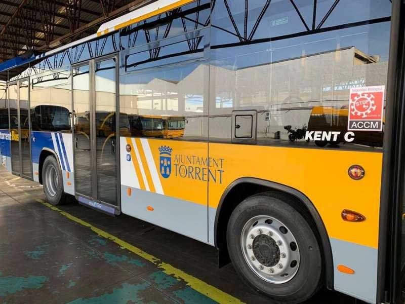 Imagen de uno de los autobuses, facilitada por el Ayuntamiento de Torrent. EFE