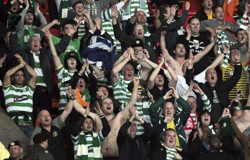 Aficionados del Celtic de Glasgow en un partido. EFE/Archivo