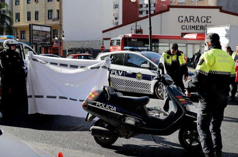 Agentes de la Policía Local en un accidente de tráfico ocurrido en València. EFE/Archivo