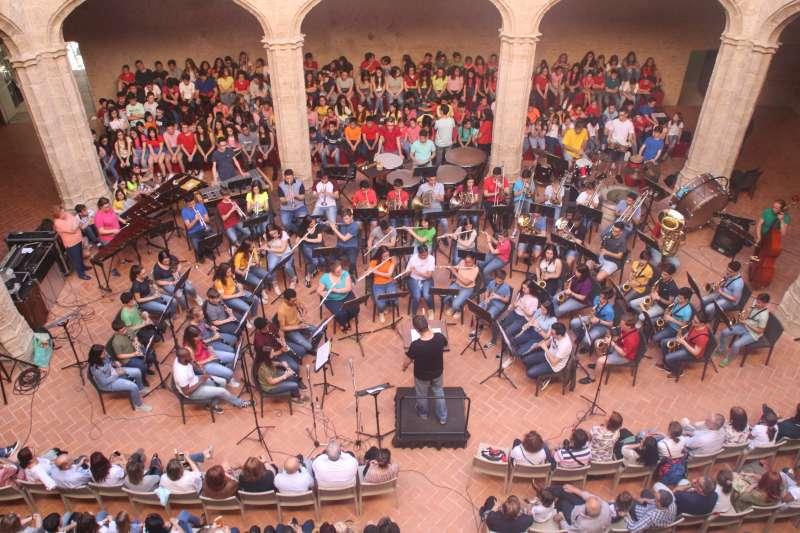 Concert al claustre del castell
