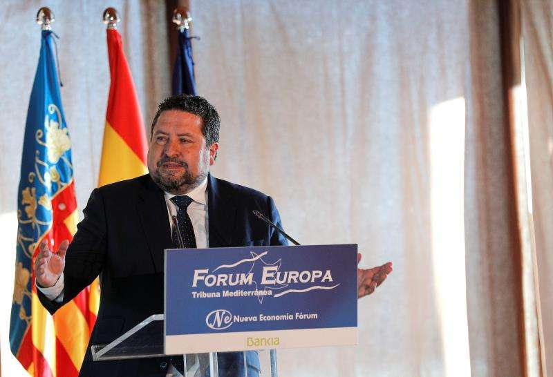 El presidente de la Diputación de Castellón, Javier Moliner, imparte una conferencia en el Fórum Europa Tribuna Mediterránea. EFE