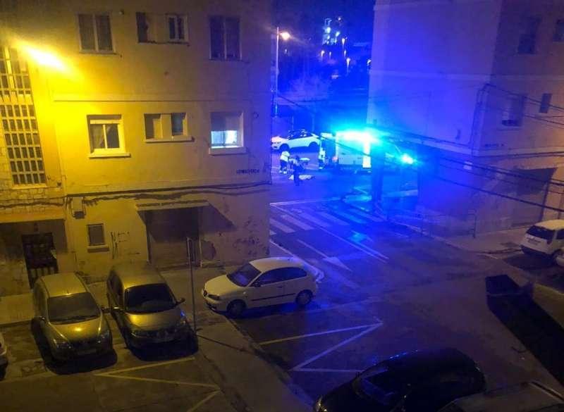 Ambulancia y policía en el lugar del suceso. EPDA