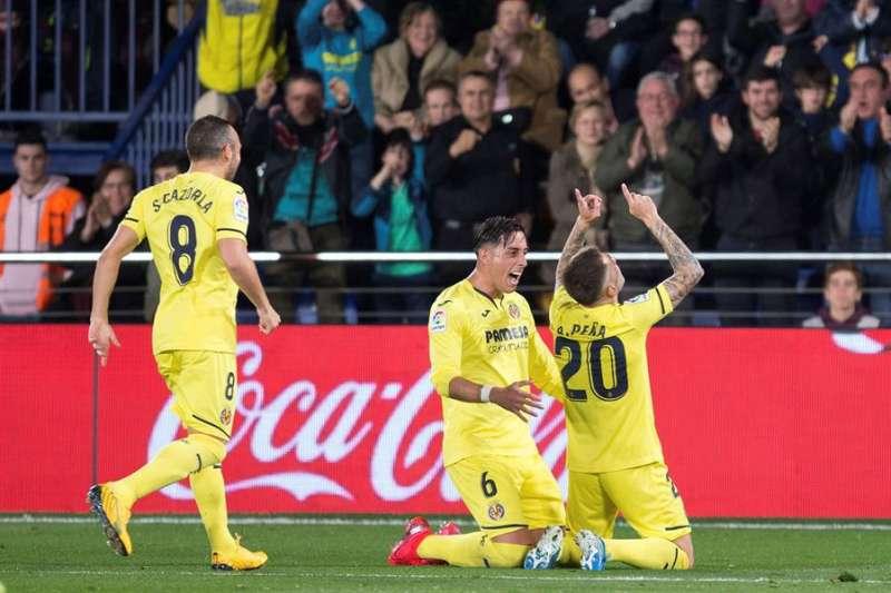 El centrocampista del Villarreal Rubén Peña festeja un gol con su equipo. EFE/Domenech Castelló