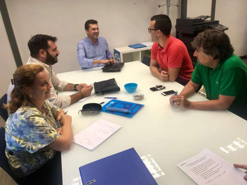 Juan Ramón Adsuara durante una de la reuniones para perfilar la nueva legislatura. EPDA