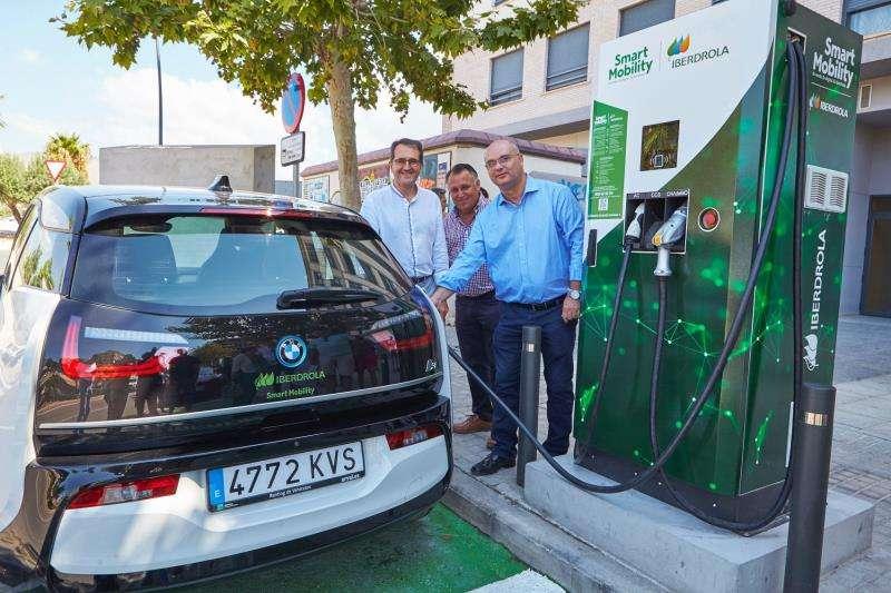 Puntos de recarga de vehículos eléctricos en La Vila Joiosa, en una imagen facilitada por Iberdrola