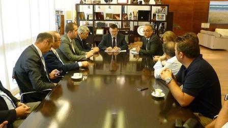 Ximo Puig reunido con los representantes empresariales de la ciudad de Benidorm. Foto EPDA