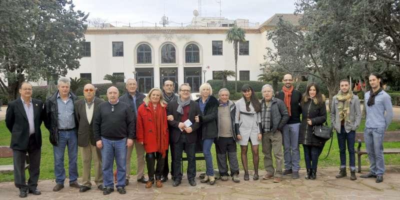 El concejal de Cultura del Ayuntamiento de Sagunto con los participantes de la programación. EPDA