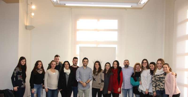Los alumnos en prácticas en el consistorio de Paterna. EPDA