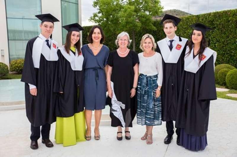 Acto de graduación en Caxton College. EPDA