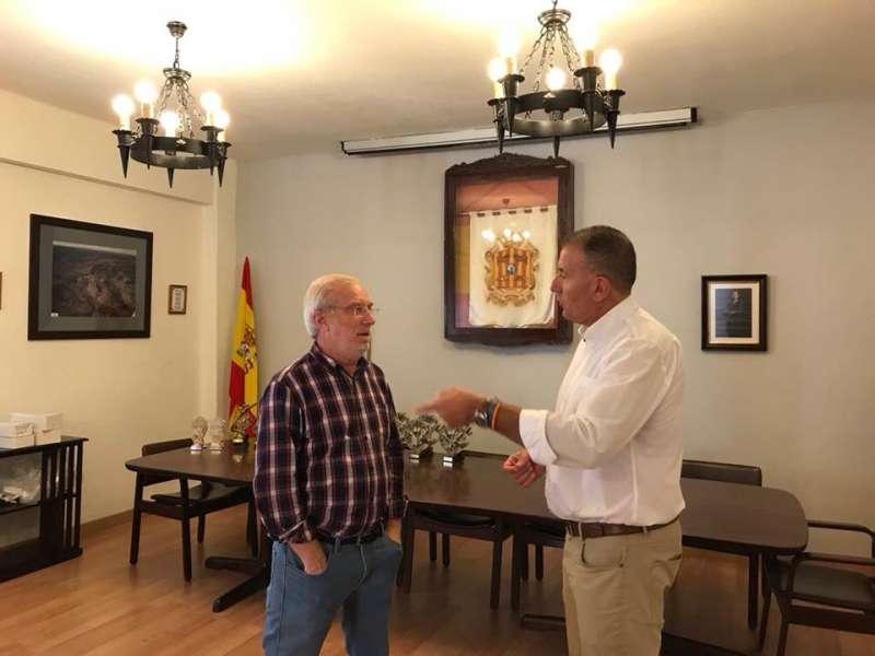 El alcalde de Torás con el vicepresidente de la Diputación