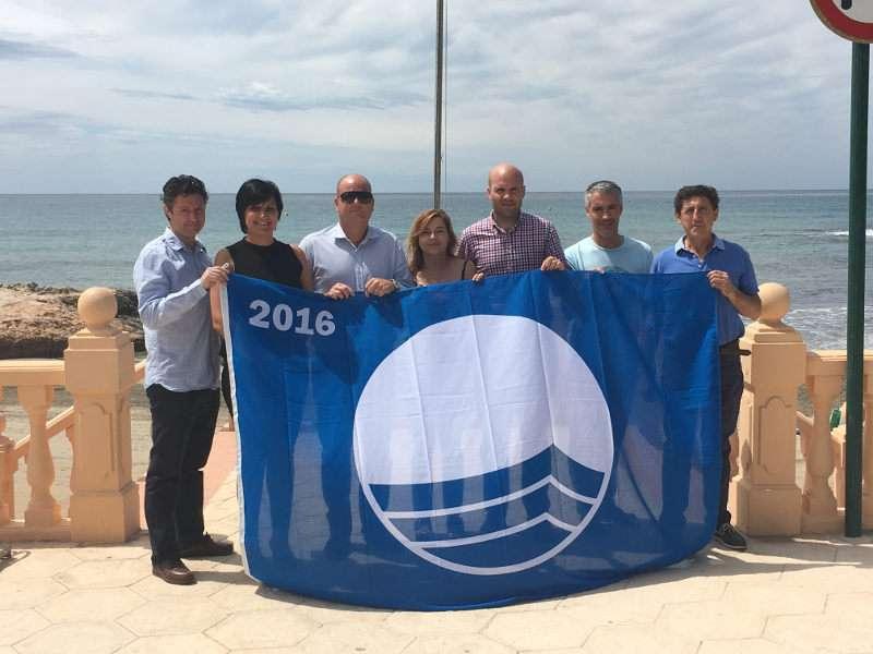 Linares acompañado por los concejales Nieves Rodríguez responsable de Playas y Medio Ambiente y Raúl Llobell, de Servicios Generales e Imagen y Calidad Urbana y miembros de la empresa pública TEUMO Serveis y técnicos municipales