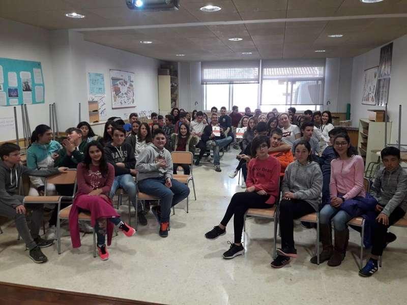 Los alumnos de Montanejos se interesaron por el contenido del libro
