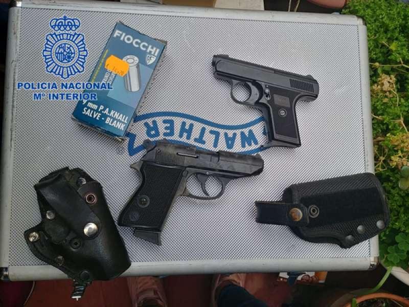 Pistolas detonadoras incautadas.