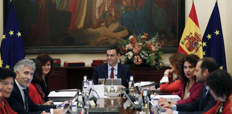 El jefe del Gobierno, Pedro Sánchez (c), preside un Consejo de Ministros fuera de Madrid. EFE/Archivo