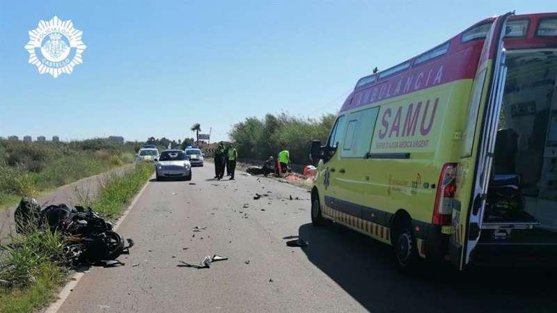 Imagen del accidente en el que han fallecido dos motoristas. EFE/Policía Local Castellón