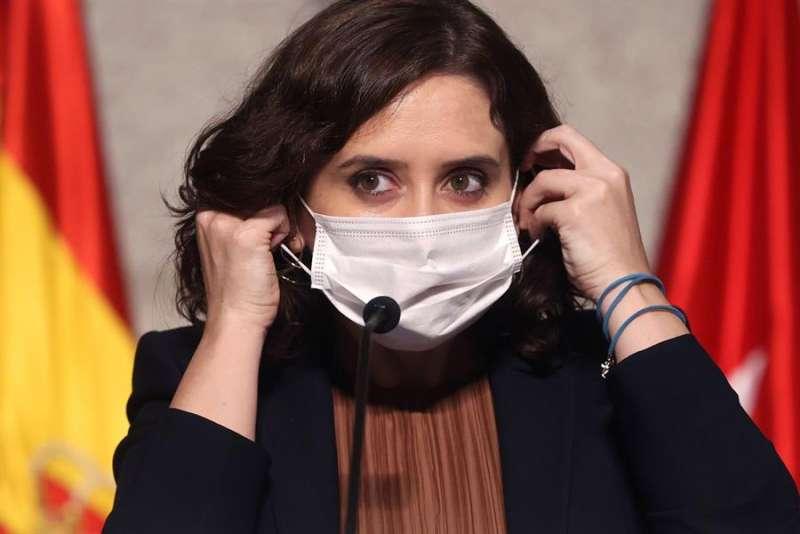 La presidenta madrileña, Isabel Díaz Ayuso, ayer en rueda de prensa para anunciar las restricciones de movilidad para hacer frente al coronavirus. EFE/JuanJo Martín