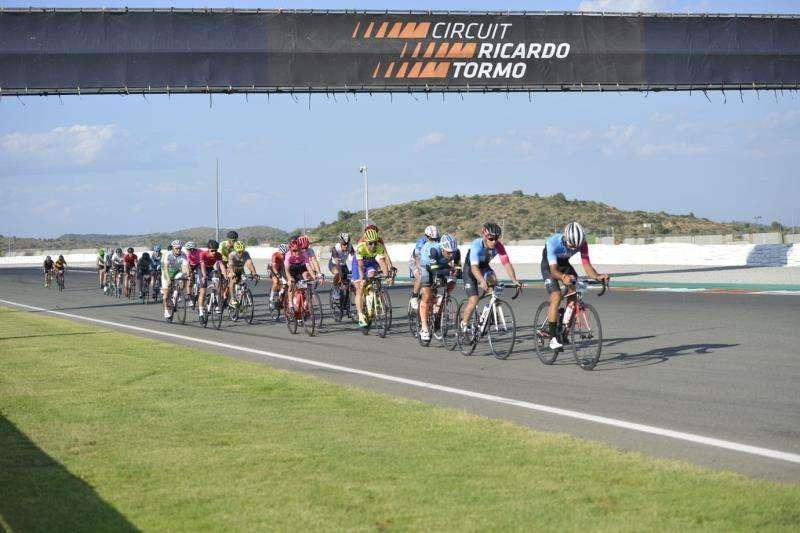Foto cedida por la organización de la quinta edición de las 24 Horas Cyclo Circuit.  EFE