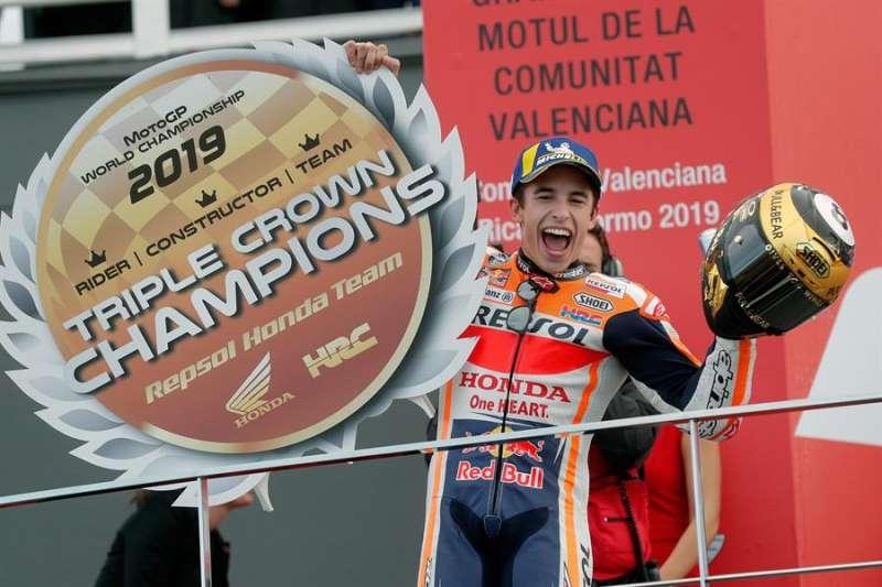 El campeón del mundo de Moto GP, Marc Márquez, tras ganar la carrera que se ha disputado en el circuito Ricardo Tormo de Cheste (Valencia). EFE/Kai Försterling