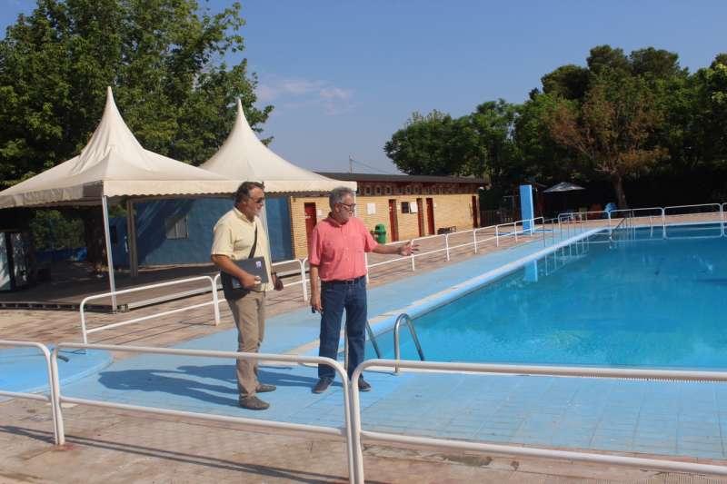 El alcalde visitó la piscina